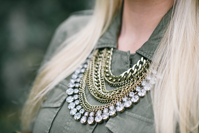 BaubleBar Medieval Chain Bib | The Style Scribe