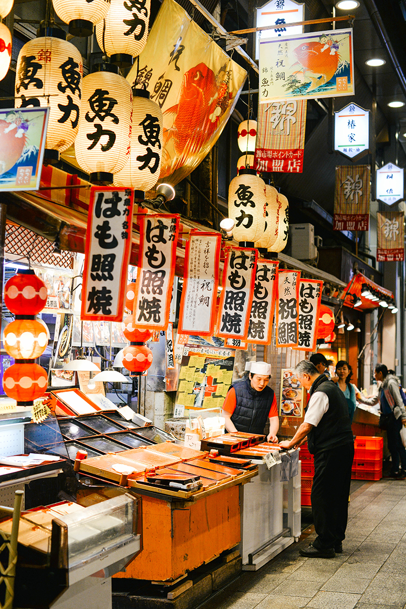 things to do near nishiki market