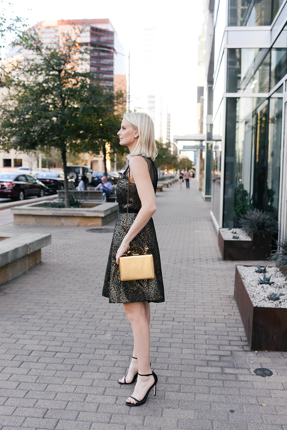 Draper James Cocktail Dress   Holiday Party Outfit Guide