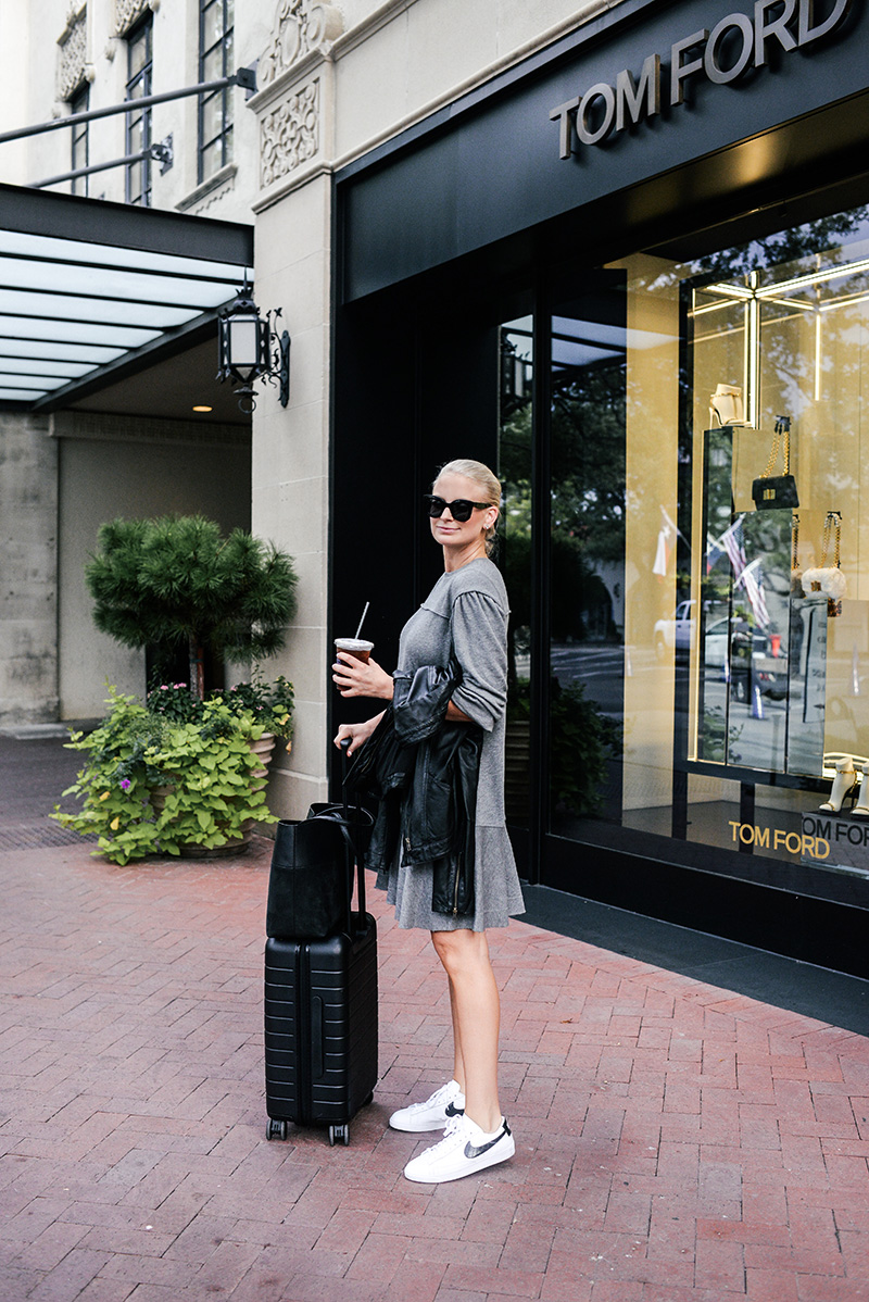 Comfortable Fall Travel Outfit Ideas | Merritt Beck of The Style Scribe
