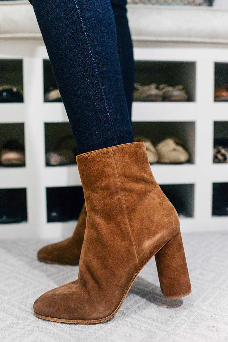 b05dd8e4bb5 Brown Turtleneck, Dark Wash Jeans and Brown Suede Boots | The Style ...