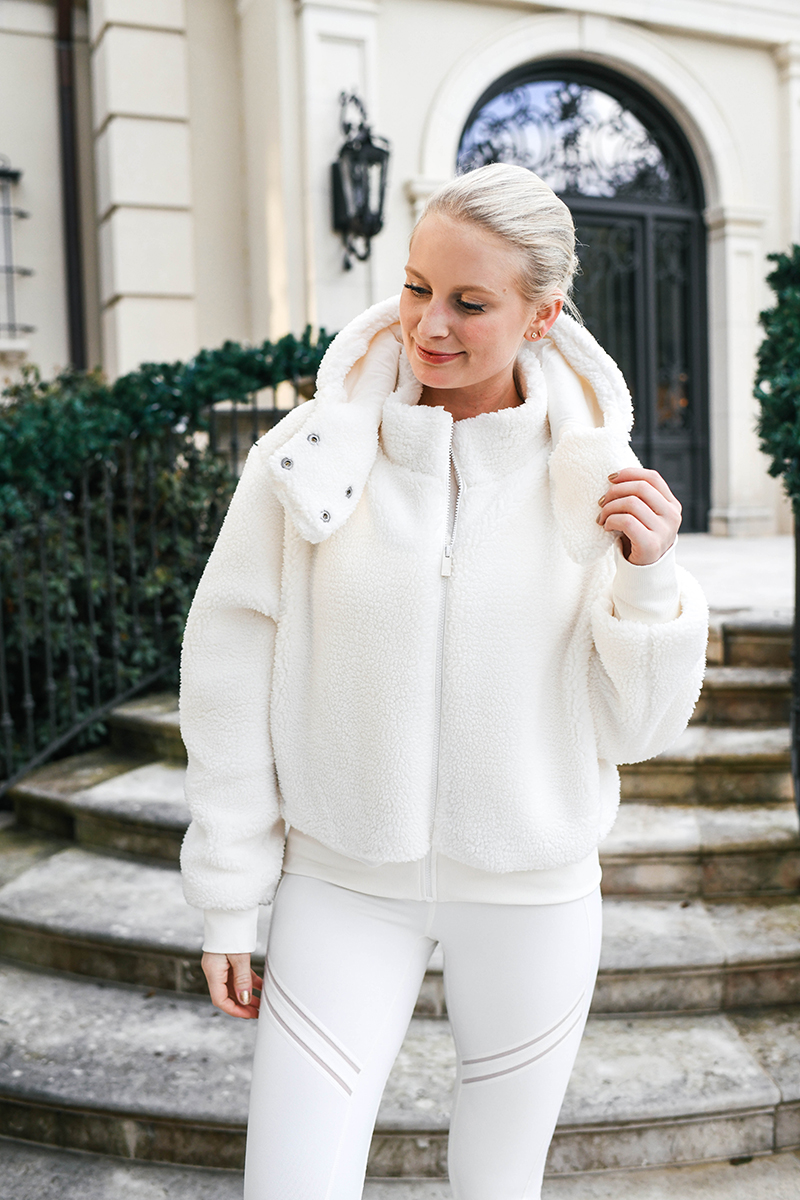 Alo Yoga Foxy Sherpa Jacket in Pristine | Review of the Sweat App (BBG)