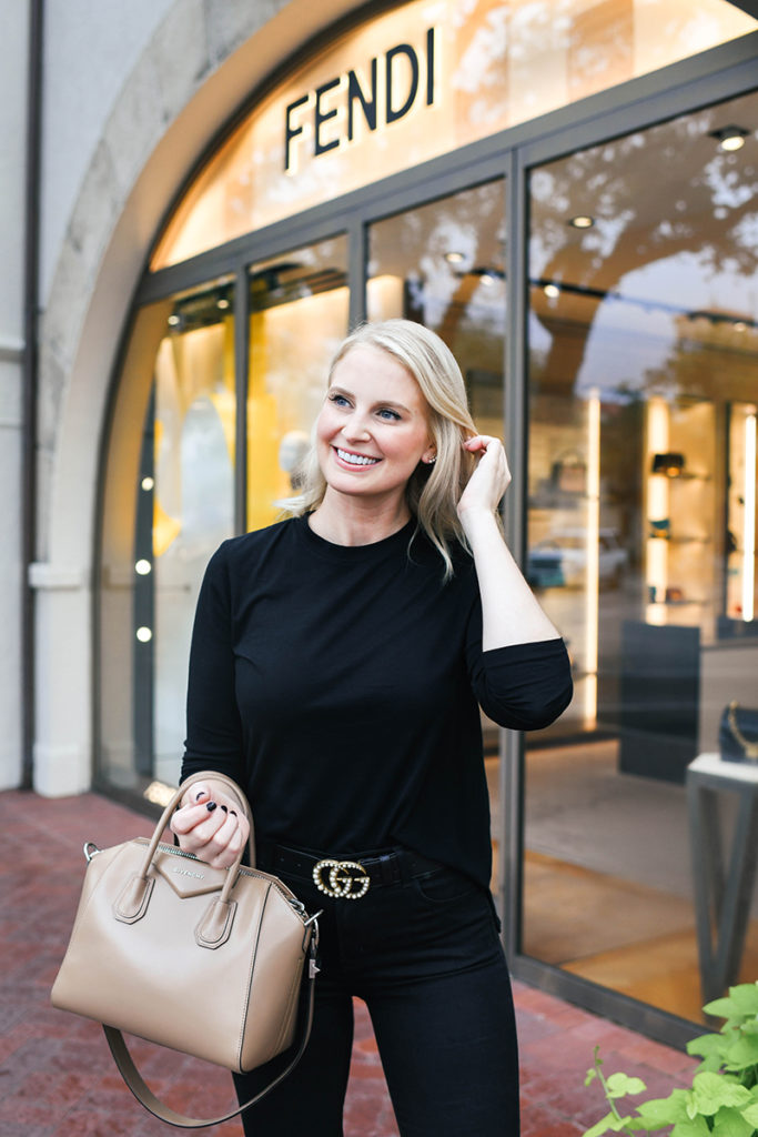 All Black Outfit with Neutral Accessories for Fall