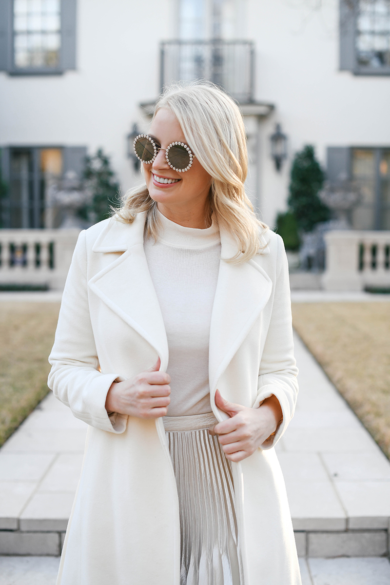 ELEGANT WINTER WHITE OUTFIT