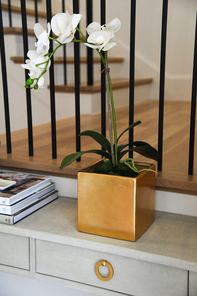 ENTRYWAY CONSOLE TABLE // HOW TO STYLE A NARROW CONSOLE